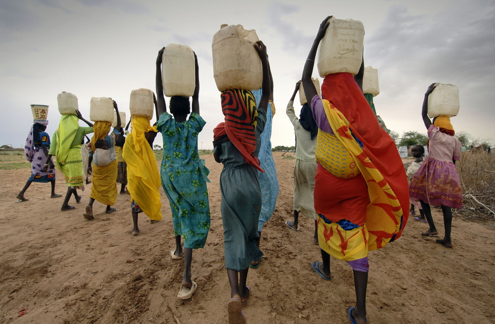 Women-Carrying-Water-On-Their-Heads