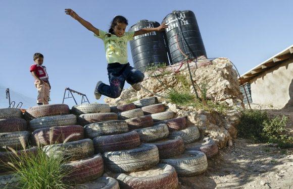 """Israele demolisce la """"Scuola di gomme"""" della ong italiana"""