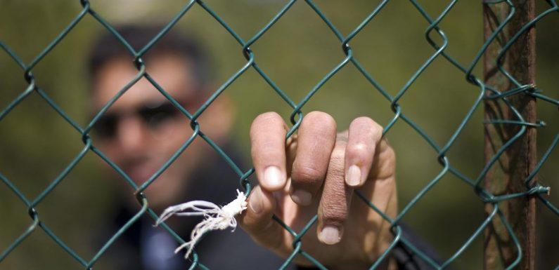 All'hotspot di Lampedusa, cittadini tunisini discriminati
