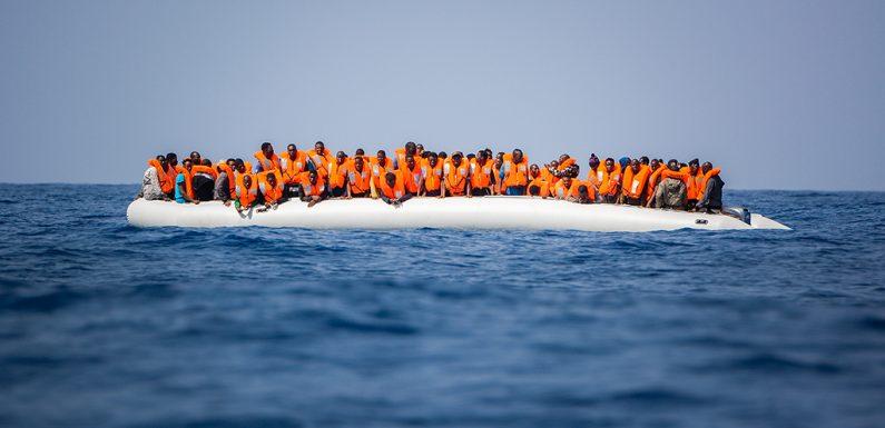 Dalla parte giusta del mare. Le storie di chi aiuta i migranti in Grecia