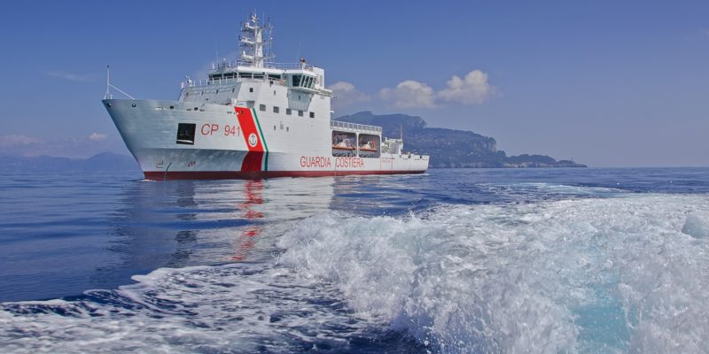 La nave Diciotti (immagine della Guardia Costiera)