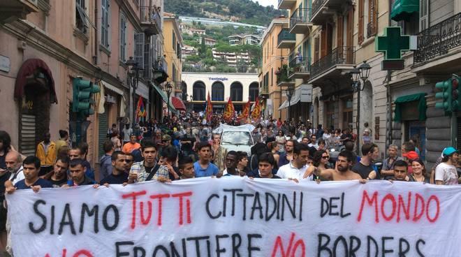 Con i migranti per fermare le barbarie, in migliaia in piazza in tutta Italia