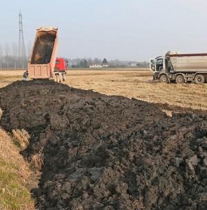 Il governo infila i fanghi con gli idrocarburi nel decreto legge su Genova