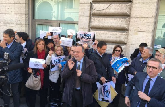 Flash-mob per la libertà d'informazione. Fnsi e Cnog: solo primo passo in difesa Articolo21