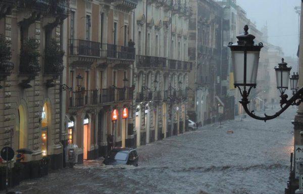 La politica affronta le emergenze con la scaramanzia