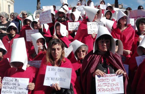 """""""Ritirare il ddl Pillon!"""" Le donne scendono in piazza"""