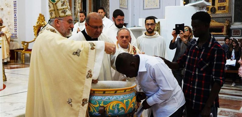 I trasferimenti sospesi al Cara di Mineo e la presa di posizione del vescovo francescano