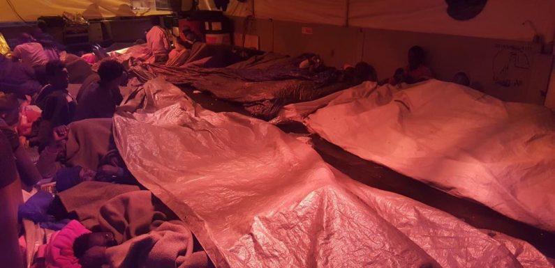 """""""Fate sbarcare le 47 persone recuperate da Sea-Watch"""", l'appello di 20 organizzazioni"""