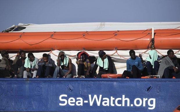 Sea Watch, 5 Paesi per i migranti