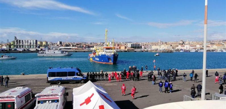 Sea Watch: l'accoglienza di Siracusa, l'assenza del Gicic e lo sbarco a Catania