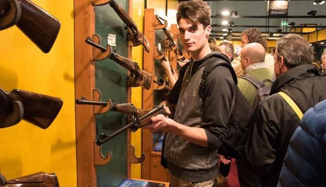 Armi, tra gli stand dell'Hit Show