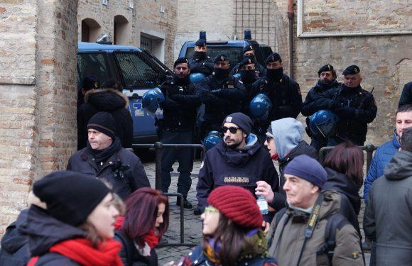 Macerata: gli spazi della democrazia fuori del salotto buono