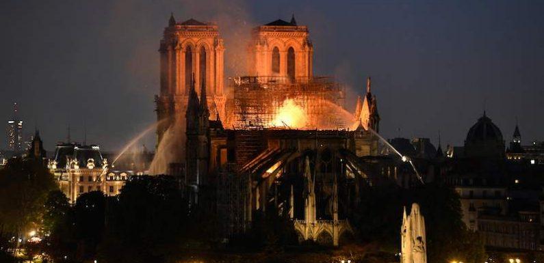 Brucia Notre-Dame, la nostra casa comune per credenti e laici