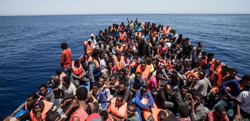 Perché la Francia consegna barche militari alla guardia costiera libica?