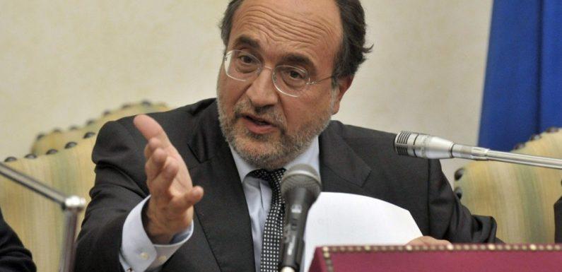 """""""Contro fake news e manipolazioni mettere al centro la Costituzione"""". Intervista a Giuseppe Giulietti"""