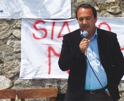 Forza Nuova non vuole la lezione di Mimmo Lucano. Anpi e sindacati: azione fascista