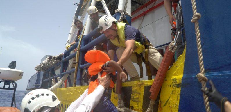 La Sea Watch non sbarcherà i naufraghi in Libia