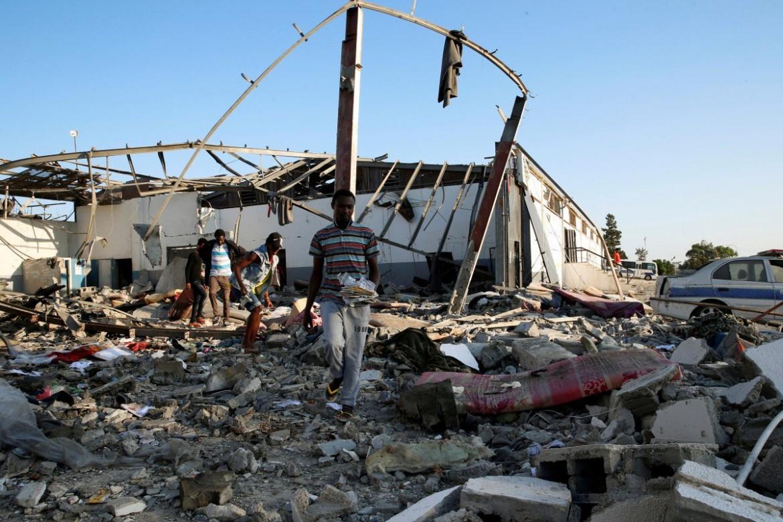 05desk1f01-passante-tajoura-migranti-libia-centro-detenzione-tajoura-reuters1