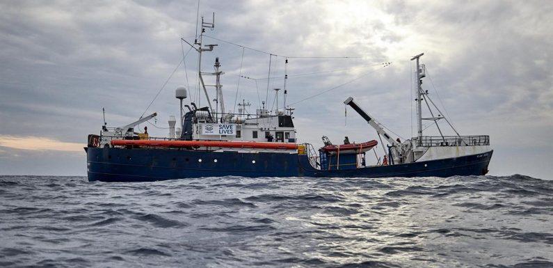 Salvini blocca le navi delle ong ma non chiede la redistribuzione dei profughi