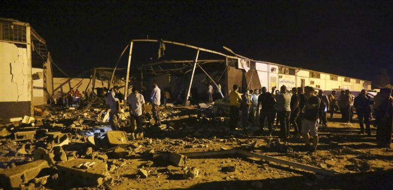 Strage in un centro di detenzione per migranti in Libia, subito corridoi umanitari