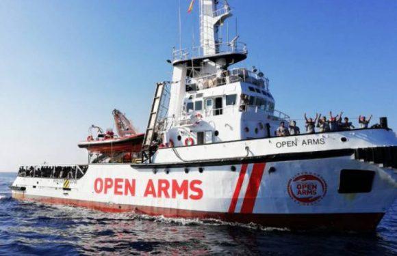 """Open Arms, Amnesty International: """"Subito l'attracco, le persone a bordo sono a rischio"""""""