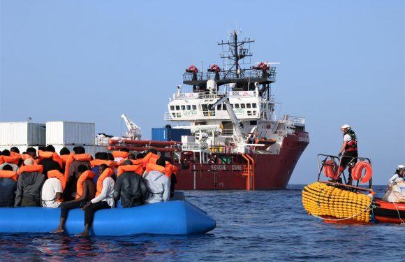 Il Viminale autorizza lo sbarco dei migranti soccorsi dall'Ocean Viking a Messina