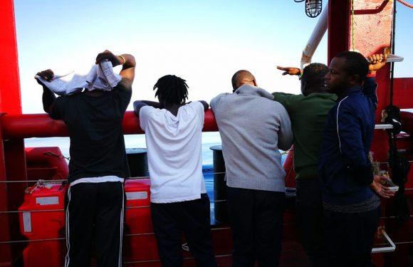 L'Ocean Viking verso Lampedusa, dopo 14 mesi una nave delle Ong autorizzata a sbarcare in Italia