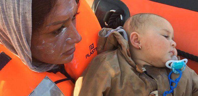 Alan Kurdi e Open Arms in attesa di un porto sicuro: dopo 11 giorni sbarcano a Pozzallo i migranti soccorsi dalla Ocean Viking
