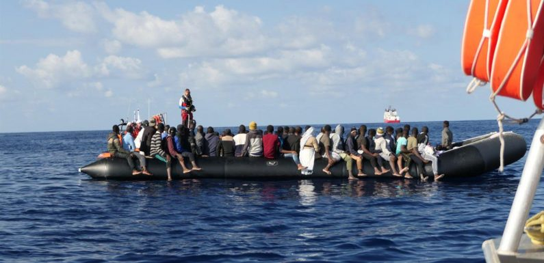 Sbarchi autonomi in Sicilia e in Puglia, curdi in fuga sbarcano in Italia