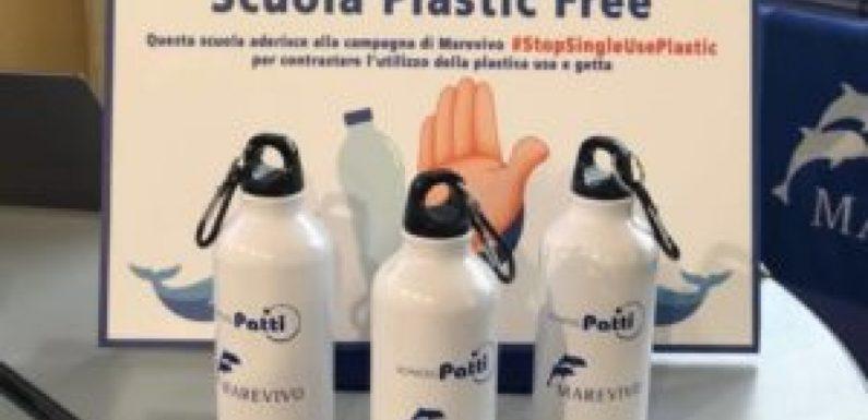 Via la plastica da tutte le scuole!
