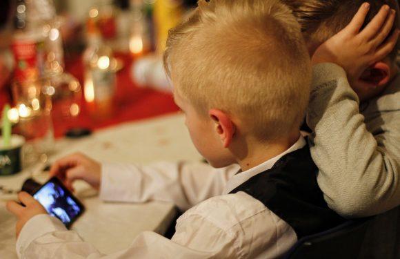 Basta disinformazione su uso dei cellulari e salute mentale dei più giovani. Ecco cosa dice la ricerca scientifica