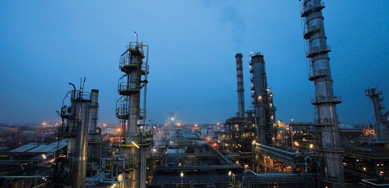 """Eni punta ancora su gas e petrolio. Se la svolta """"verde"""" è pubblicità"""