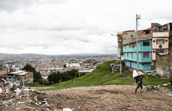 """La resistenza invisibile dei """"riciclatori"""" di Bogotà"""