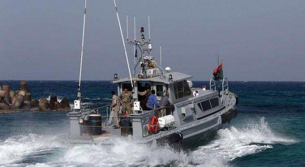 L'Italia ripara altre tre motovedette delle milizie costiere della Libia per fermare i migranti
