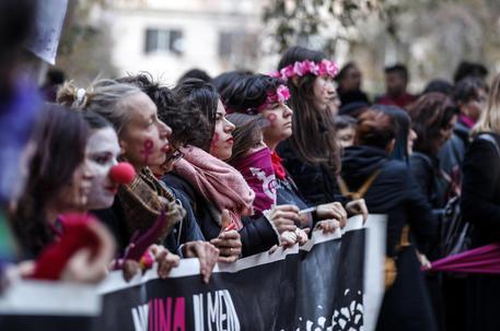 Un femminicidio ogni 72 ore. La violenza problema culturale.