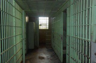 Carcere: diminuiscono i reati, aumentano i detenuti e i suicidi