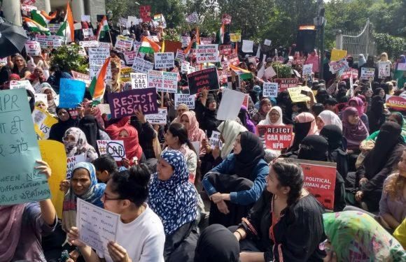 India, la legge sulla cittadinanza è un attacco alla democrazia: le proteste infiammano il paese e le donne sono in prima linea