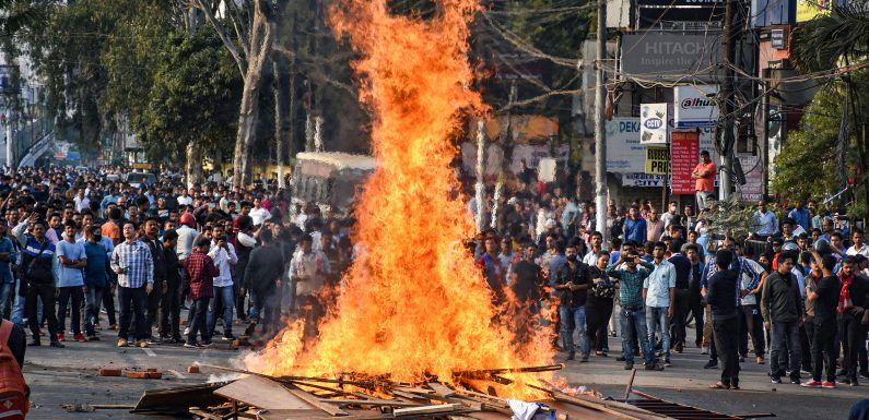 """India, passa la legge sulla cittadinanza che discrimina i musulmani. """"Una svolta pericolosa, in contrasto con la Costituzione"""""""