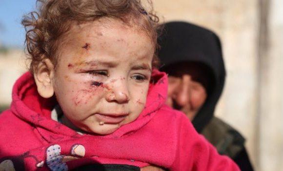 Siria, migliaia di civili in fuga sotto bombardamenti incessanti. Mancano cibo, carburante, aiuti