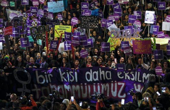 Turchia, le parlamentari portano il canto cileno contro lo stupro in aula