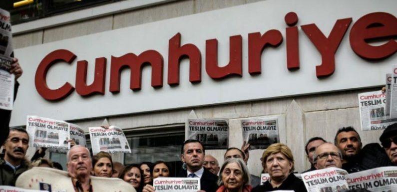Turchia, nuove condanne per i giornalisti di Cumhuriyet mentre peggiorano condizioni leader Hdp in carcere