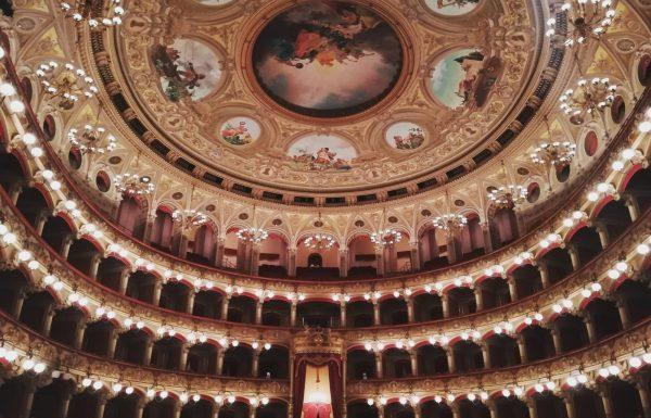 Il teatro non è un'industria che produce soldi, ma cultura.