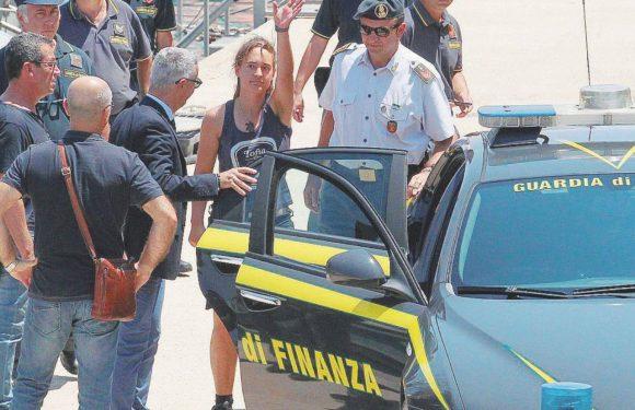 """La Cassazione: """"Carola Rackete non doveva essere arrestata"""""""