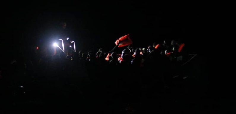 Ocean Viking con 407 migranti a bordo: la ninna nanna dei soccorritori
