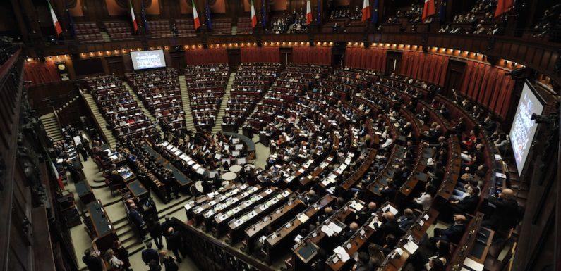 Quando la democrazia parlamentare diventa un involucro vuoto