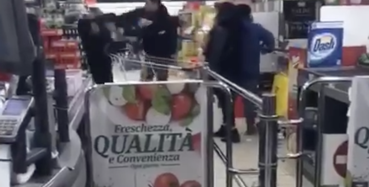 Aggredito un cinese dentro un supermercato