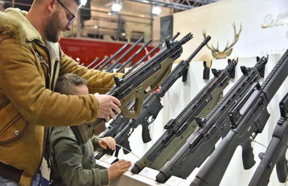 Fiera delle armi: passerella inaccettabile!