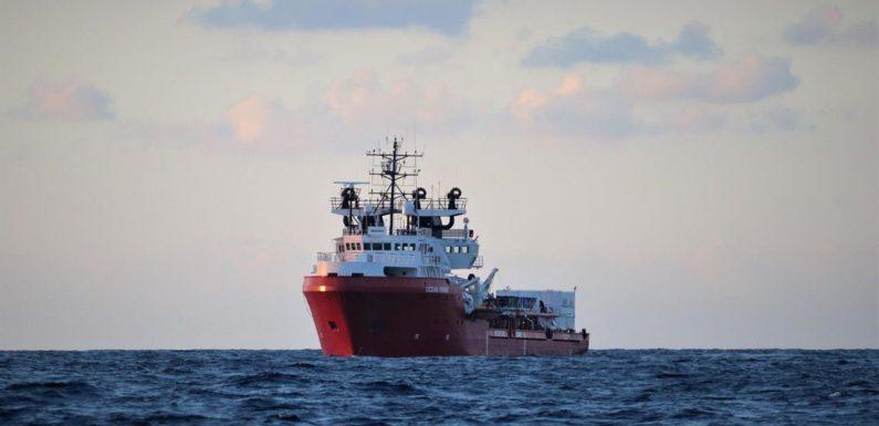 Soccorsi nel Mediterraneo, migranti e equipaggio della Ocean Viking in quarantena