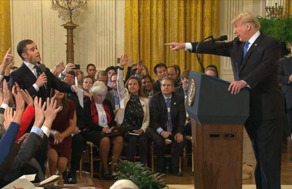 Trump, Bolsonaro, Johnson e il 'manuale' contro i media: seminare sfiducia, delegittimare i giornalisti e i fatti stessi
