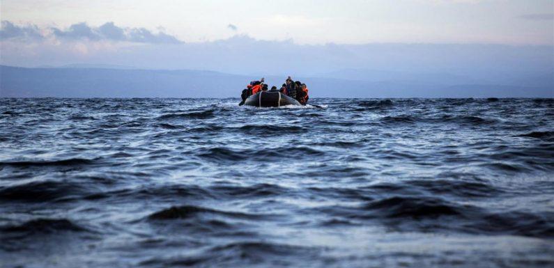 Barcone con 110 migranti alla deriva: e adesso chi li salverà?